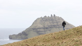 Heading over the cliff towards stegosaurus shaped Tindhólmur